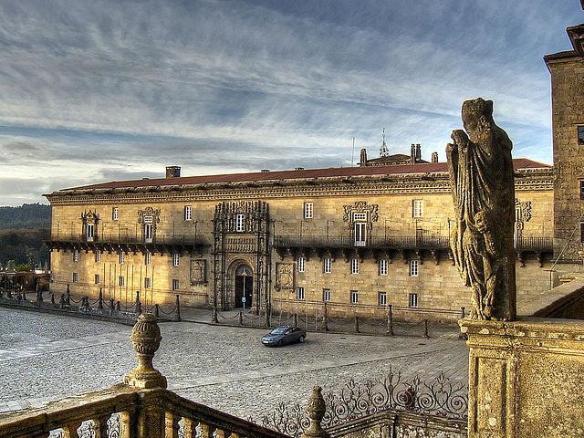 640px-Hostal_dos_Reis_Católicos._Praza_do_obradoiro._Santiago_de_Compostela